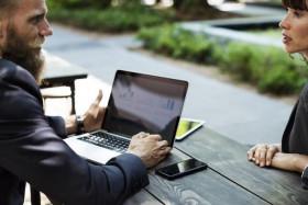 Como corrigir um colaborador ou colega